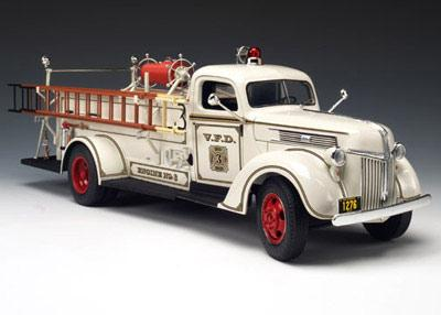 Highway 61 50323 Ford FIRE TRUCK 1941 Die cast 1:16