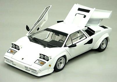 maquette en papier d'une Lamborghini countach LP400