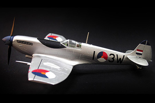 Schuco 3555023 SPITFIRE 322 SQU. AIRFORCE HOLLAND Miniatures 1:72